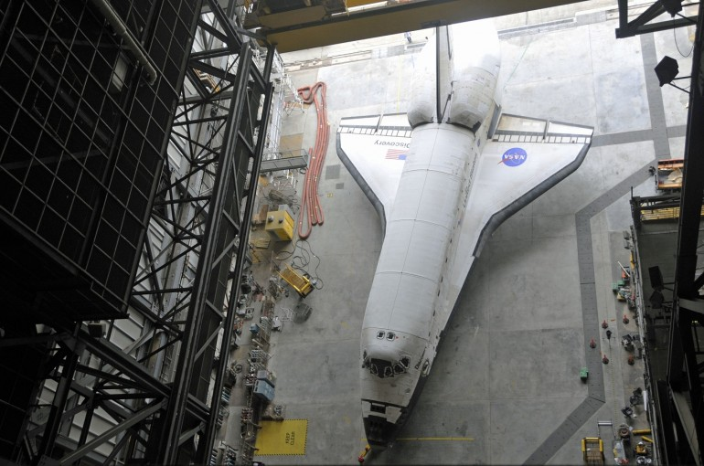 The  US space shuttle Discovery on March