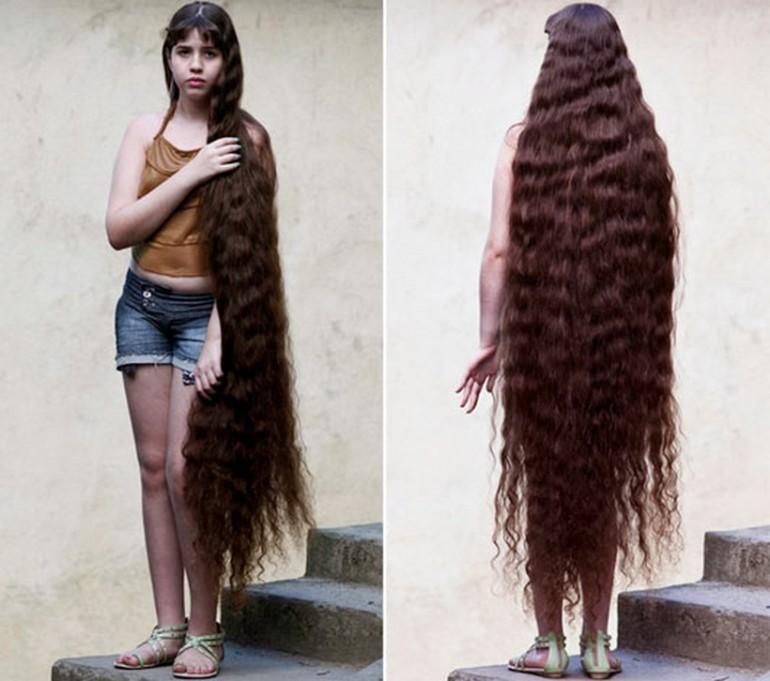 La ragazza che compra una casa con i suoi capelli