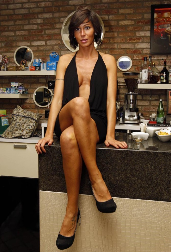 LAURA MAGGI SEXY NAKED BARTENDER ON PLAYBOY