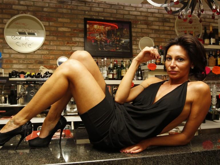 sexy barista laura maggi 09