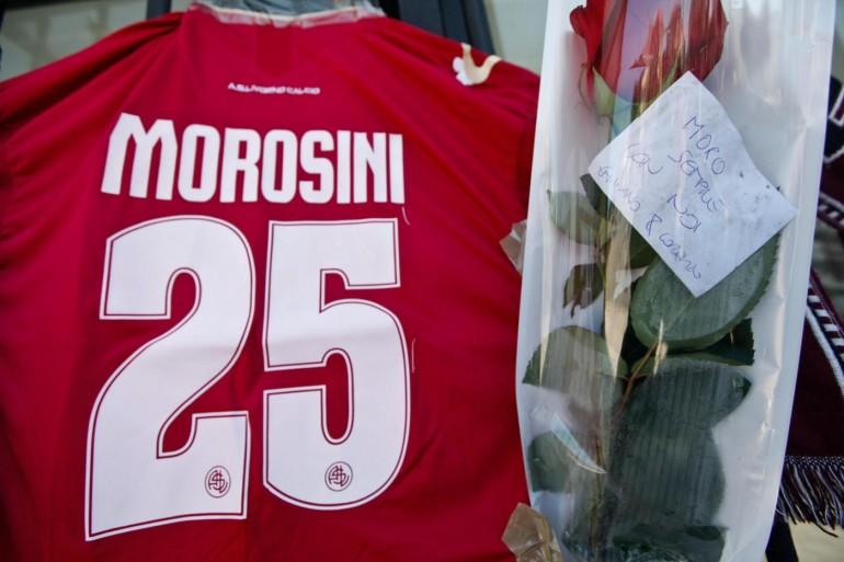 Livorno, fiori e striscioni davanti allo stadio Armando Picchi per ricordare Piermario Morosini