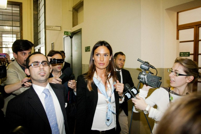 """""""Nell'anno della crisi Silvio dà 250 milioni alle Olgettine"""""""