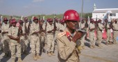 Somali soldiers stand to attention follo