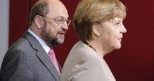 German Chancellor Angela Merkel (R) and