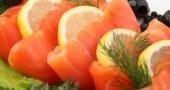Un bell'antipasto: salmone con limone.