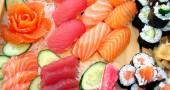 Se avete una pescheria di fiducia chiedete il pesce per fare del sushi, in alternativa andate a ritirarlo al ristorante.