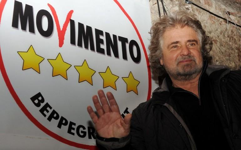 I grillini che contestano Bersani a Bologna