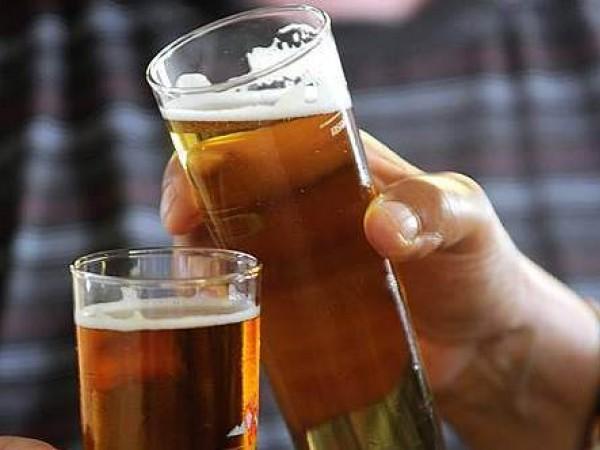 Reggio Emilia vieta la birra in piazza