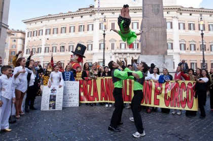 Sit-in di clown e acrobati a p.zza Montecitorio