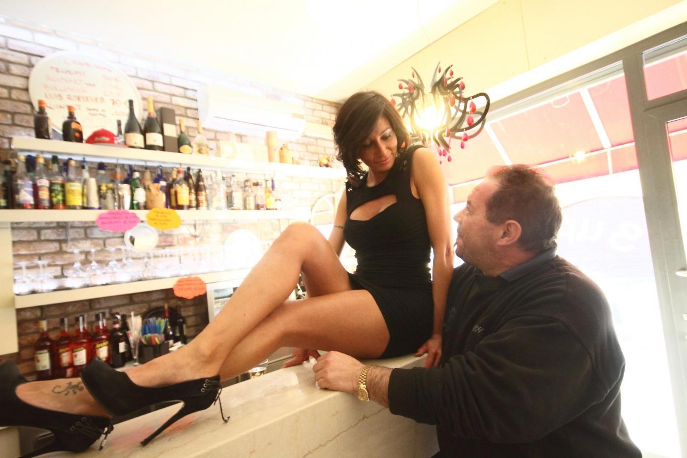 Смотреть что женщины делают в баре 7 фотография
