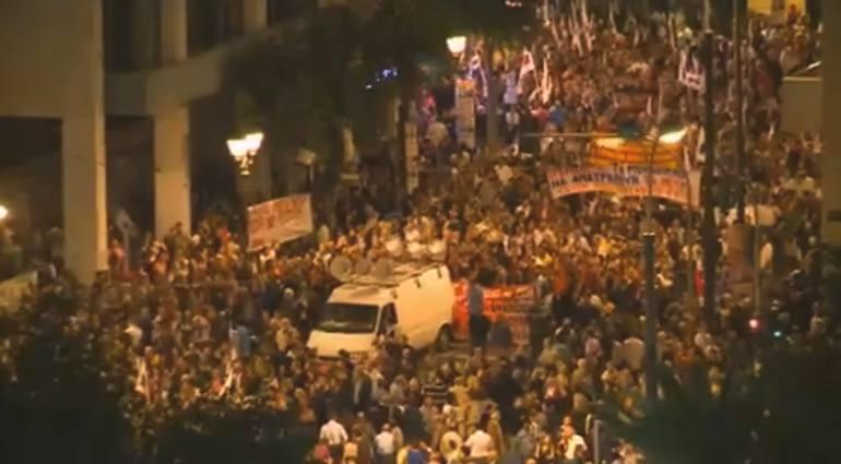 Scontri ad Atene contro l'austerity