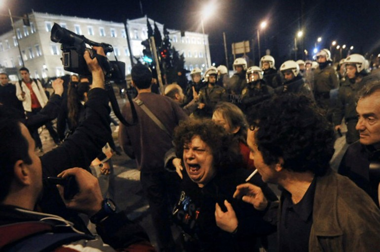 La ragazza disoccupata che si dà fuoco in Grecia