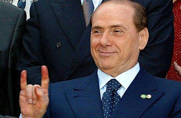 Le-corna-di-Silvio-Berlusconi.jpg