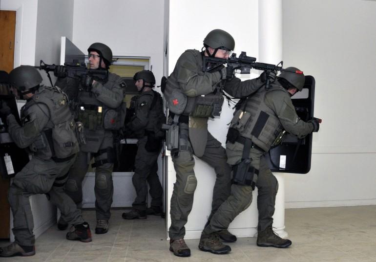 fbi-swat-team-hr