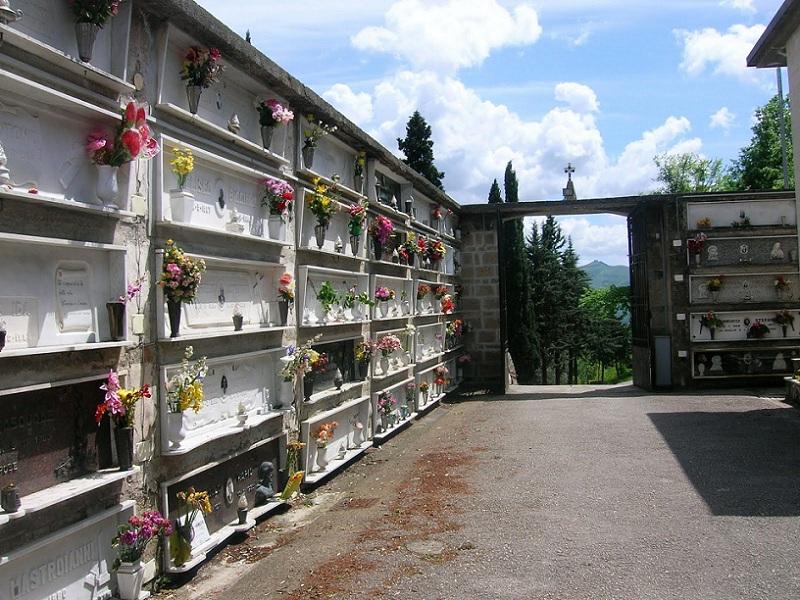 vedova-sesso-cimitero