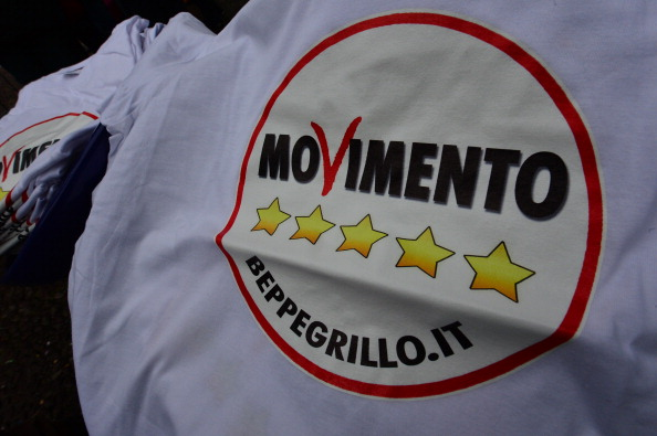 I deputati del movimento 5 stelle contestati alla camera for Deputati movimento 5 stelle
