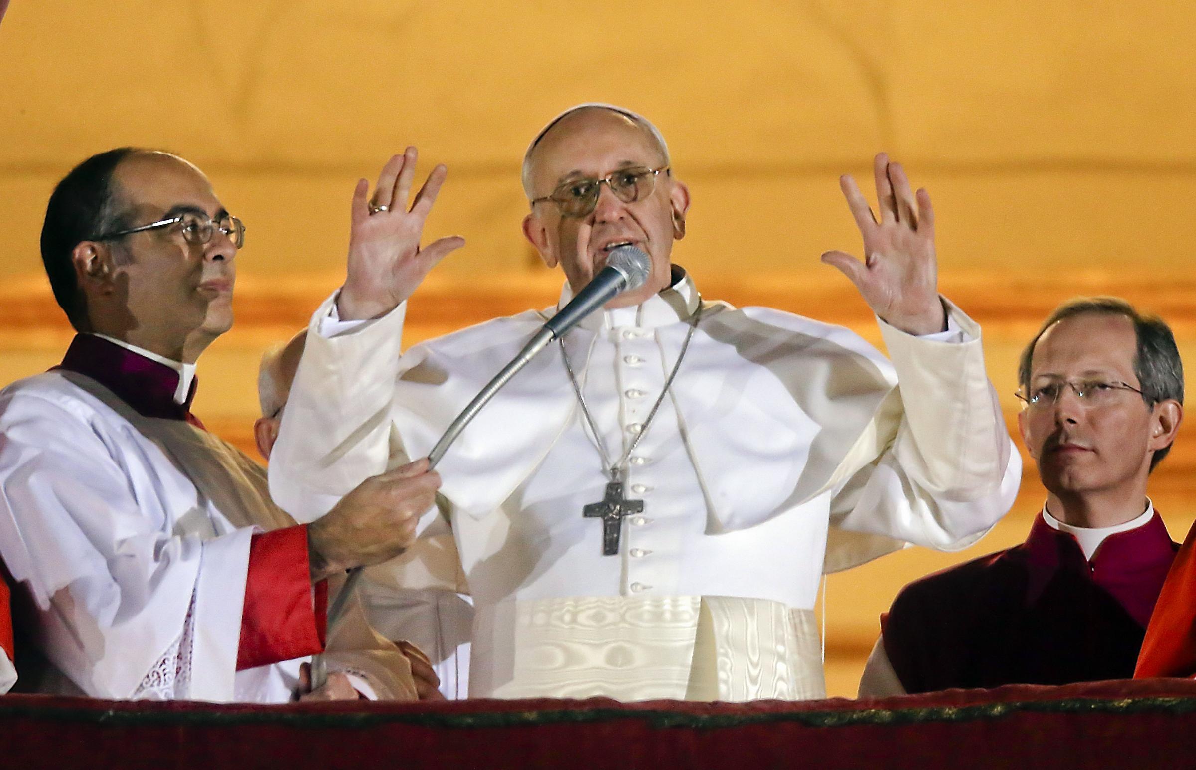 Papa Francesco: Bergoglio e la storia della foto con il dittatore