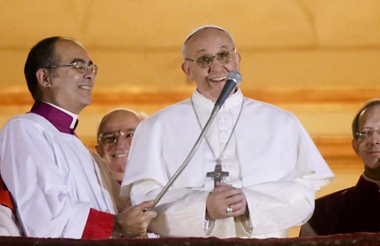 Papa Francesco caccia Bernard Law, il cardinale che aiutò i pedofili