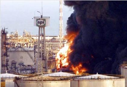 L'incendio del '99 alla Raffineria Api di Falconara Marittima (Credit: Ansa)