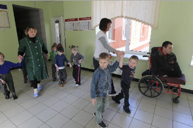 I neonati russi picchiati negli orfanotrofi