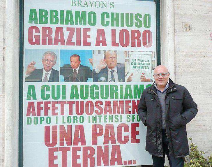 Il negozio che chiude per colpa di Berlusconi e Bersani