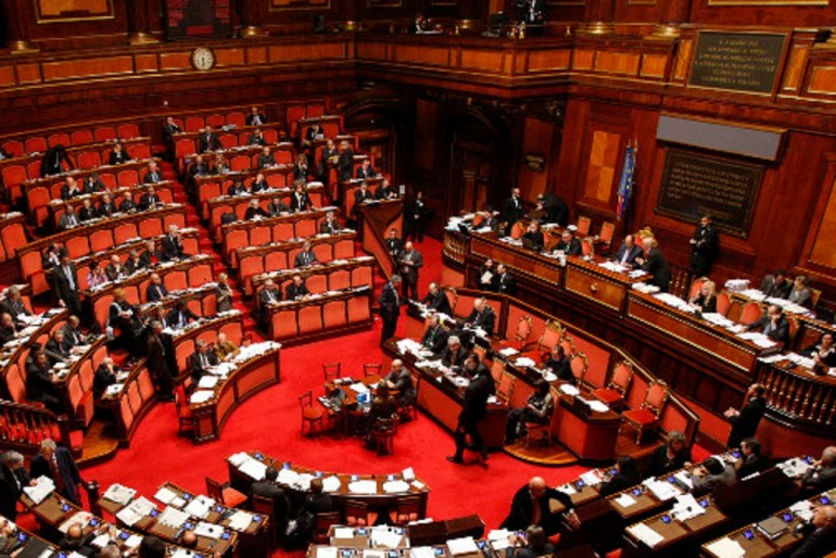 L 39 altra casta sprechi e privilegi dei dipendenti del for Roma parlamento