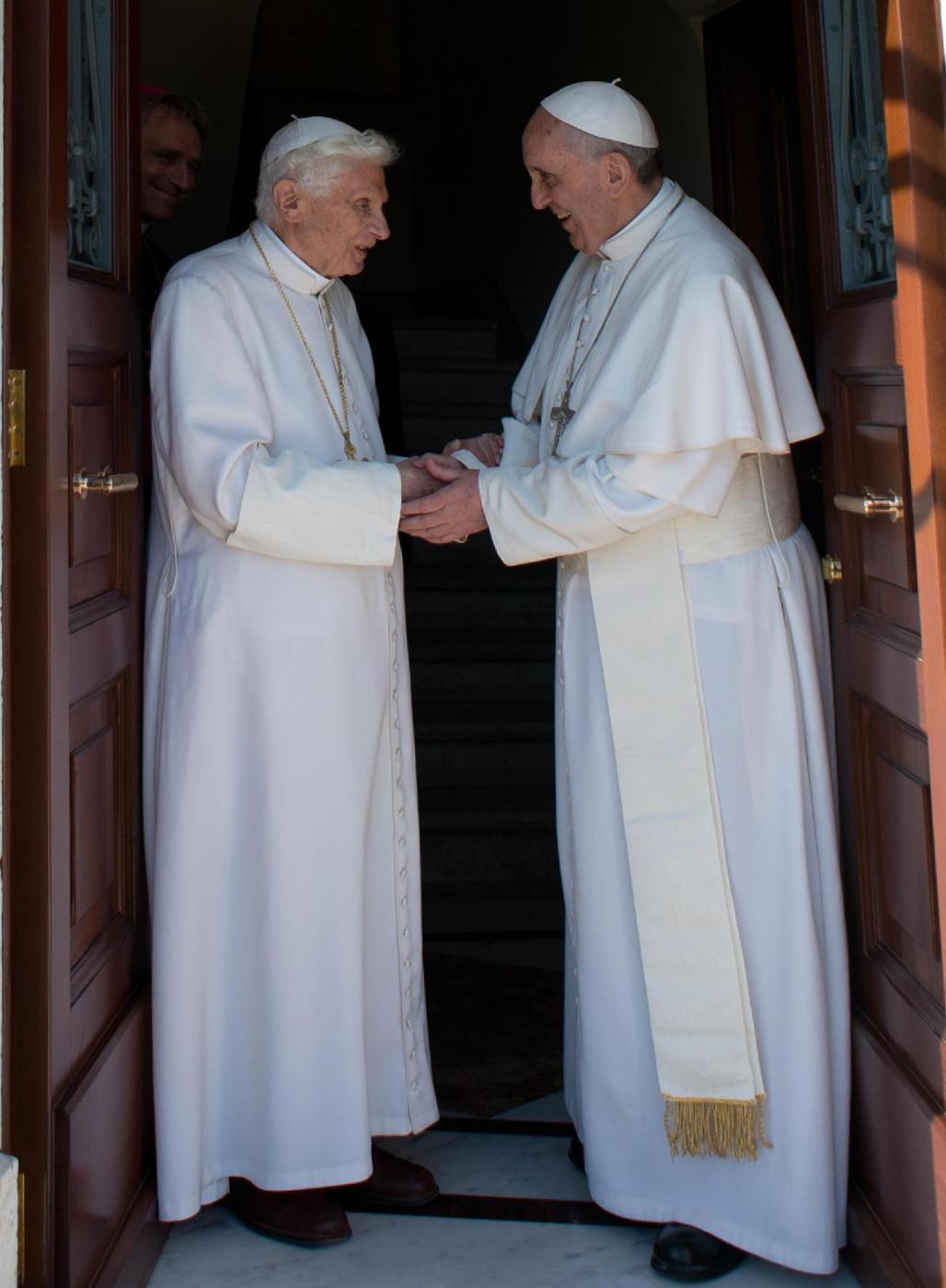 http://www.giornalettismo.com/wp-content/uploads/2013/05/DUE-PAPI-IN-VATICANO-7.jpg