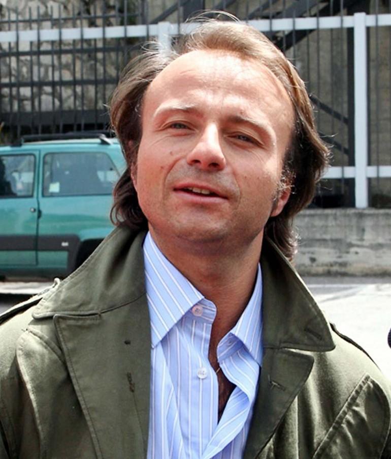 Anche il giudice di Vallettopoli Henry John Woodcock porta Berlusconi in tribunale e nel febbraio 2013 lo fa mettere sotto in per corruzione e finanziamento illecito ai partiti.