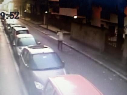Milano, aggredisce passanti col piccone: un morto e due feriti