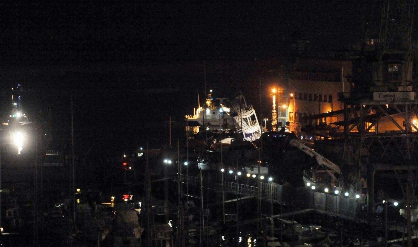 Genova, il video dell'impatto sulla torre