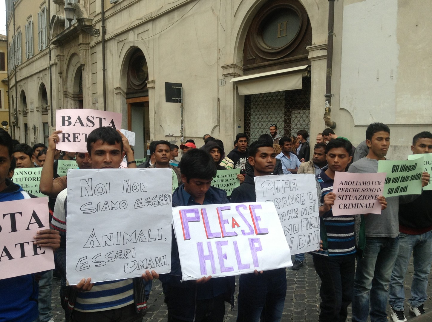 Roma e la persecuzione dei piccoli bangla (13)