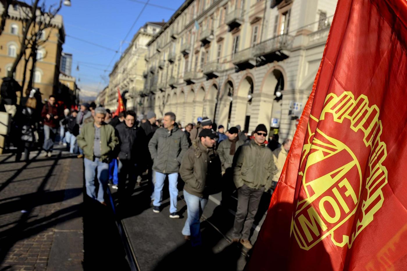 Torino, Sciopero generale della Fiom, metalmeccanici e studenti in corteo