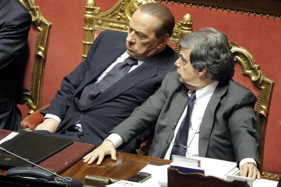 Le foto dei politici che dormono in parlamento for Numero senatori e deputati in italia