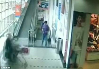 donna uccisa carrello supermercato 4