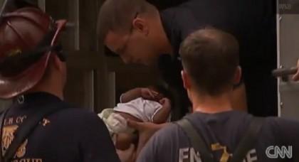 bambina salva neonato 2
