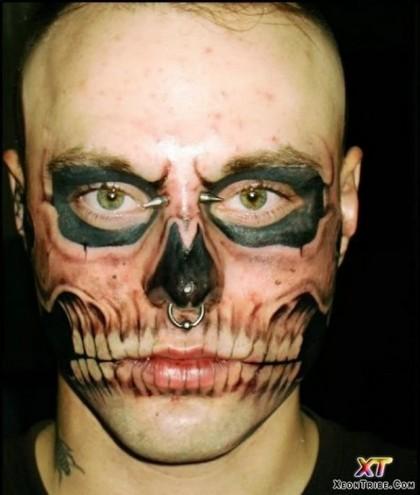 Chissà perché tatuarsi un teschio sul viso (http://25.media.tumblr.com/)