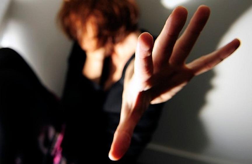 Palermo, picchia la compagna: la salva il figlio 15enne$