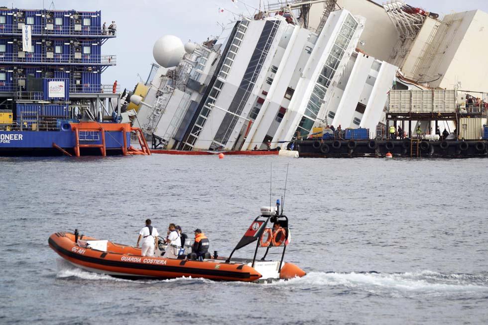 Costa Concordia operazione di rotazione nave