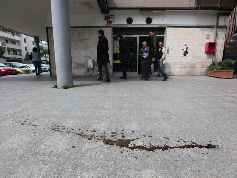 Caserta, rissa tra minori ad Aversa: 15 enne ucciso a coltellate