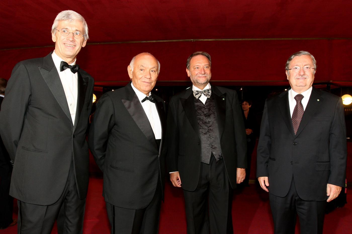 L'ex Prefetto di Milano Gian Valerio Lombardi (primo da destra) con Salvatore Ligresti (secondo da sinistra)