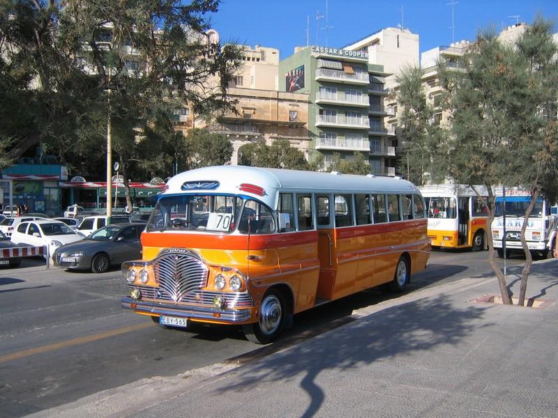 Il vecchio autobus di Malta (wikipedia)