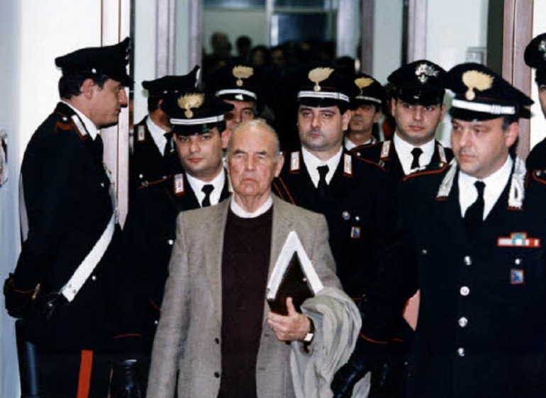 http://www.giornalettismo.com/wp-content/uploads/2013/10/Erich-Priebke-funerali-770x562.jpg