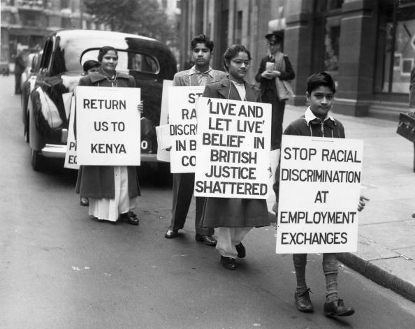 15 Agosto 1952 Indiani protestano fuori l'India House, a Londra contro le discriminazioni relative ai festeggiamenti dell'Indipendence Day