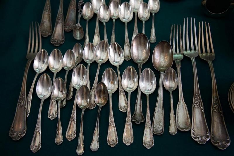 Sequestro di centinaia di pezzi di argenteria trovati nel corso di controlli ai compro oro.