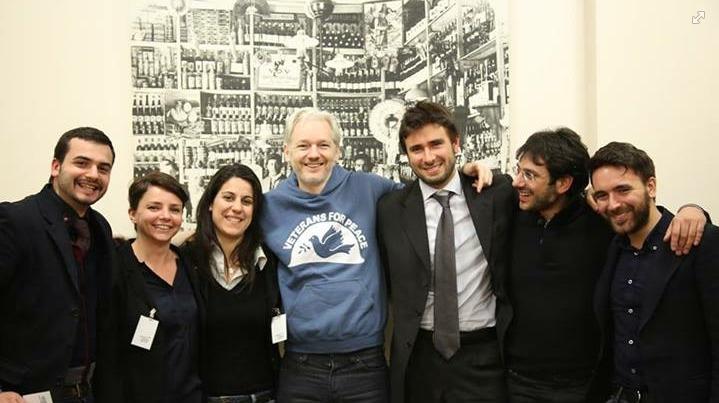 Le rivelazioni di assange ai deputati del movimento 5 for Deputati movimento 5 stelle