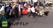 Il video shock delle manifestanti investite in Egitto
