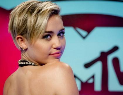 MILEY CYRUS  - «Ero piccola e magra ed era facile farmi del male - ha raccontato Miley nella sua biografia - A scuola c'era un gruppo Anti-Miley e un giorno mi hanno chiusa in uno sgabuzzino. Ho battuto i pugni fino a farmi sanguinare le mani ma nessuno è venuto a tirarmi fuori»