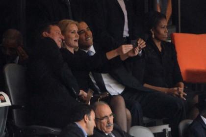 barack-obama-autoscatto-funerale-mandela