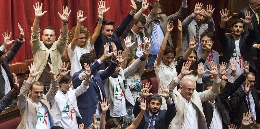 I parlamentari del movimento 5 stelle pi amati su for Parlamento 5 stelle