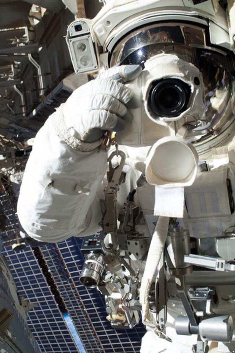 4. L'astronauta Chris Cassidy, nello spazio (Foto: FLICKR, NASA GODDARD)